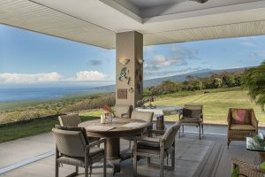 Breakfast Horizon Guest House lanai Captain Cook Hawaii