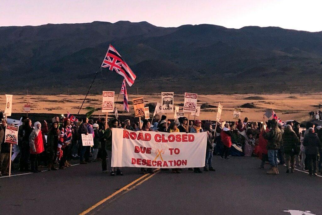 Protestors Mauna Kea Hawaii