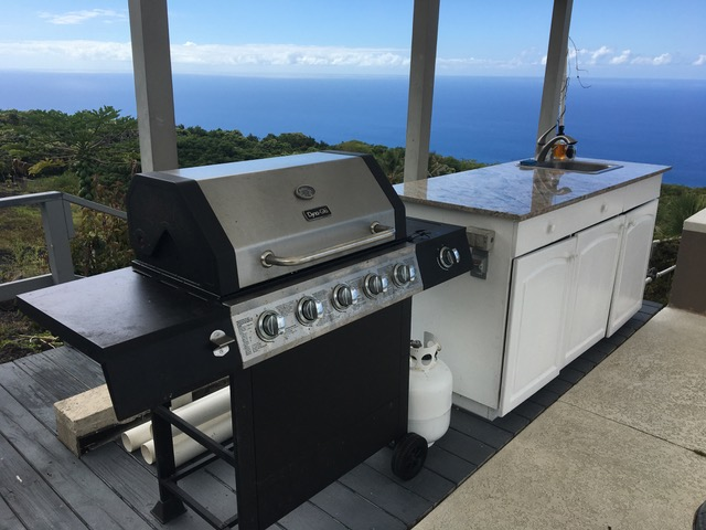 BBQ outdoor kitchen Horizon Guest House Hawaii